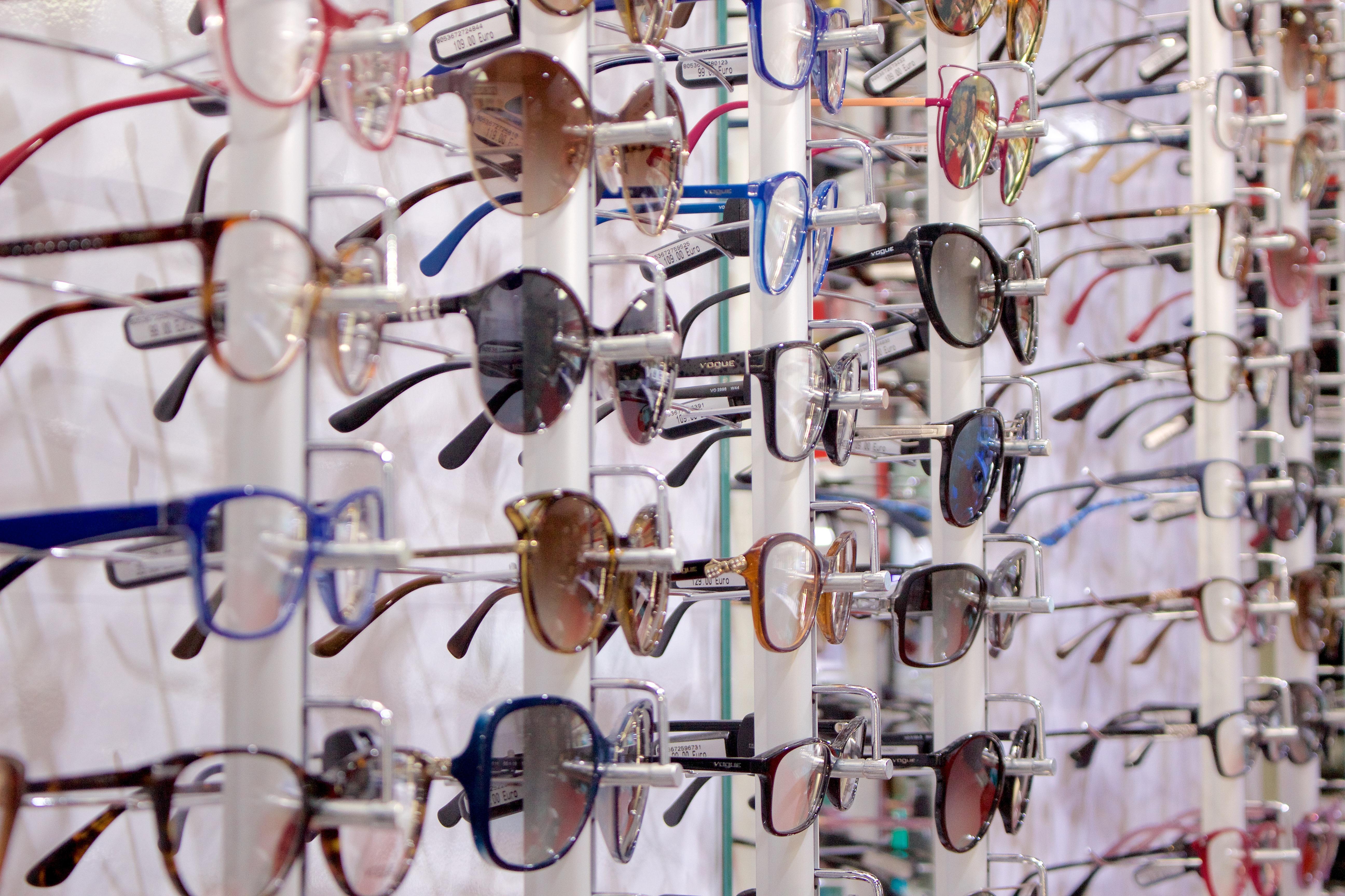 e696f7e2b6e50 5 sinais de que está na altura de mudar os seus óculos – Chiado ...