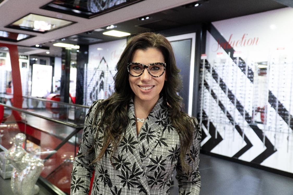 """ba6b55fca09b8 """"Um paraíso de óculos"""". Foi assim que Mónica Sintra apresentou a Chiado  Eyeglass Factory aos seus seguidores, quando fez uma Instastorie dentro da  ótica."""