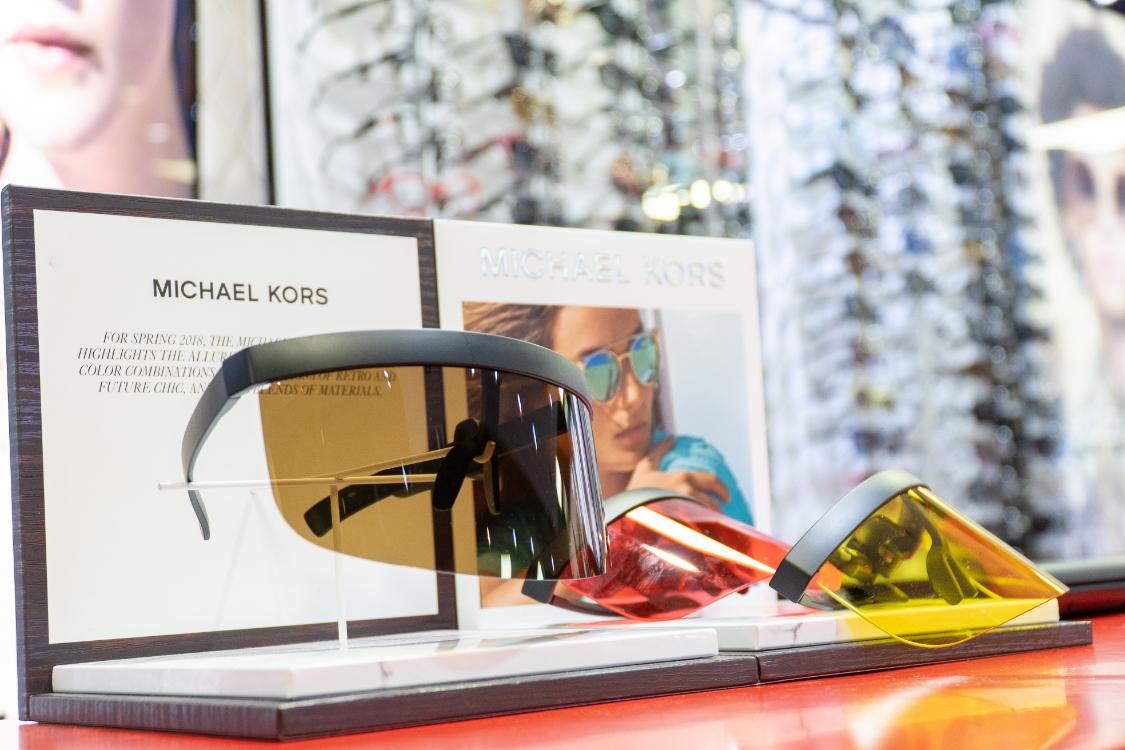 257e46195 Sendo assim, as coleções de óculos Michael Kors que a Chiado Eyeglass  Factory disponibiliza são capazes de fazer jus a toda a reputação do  estilista que ...