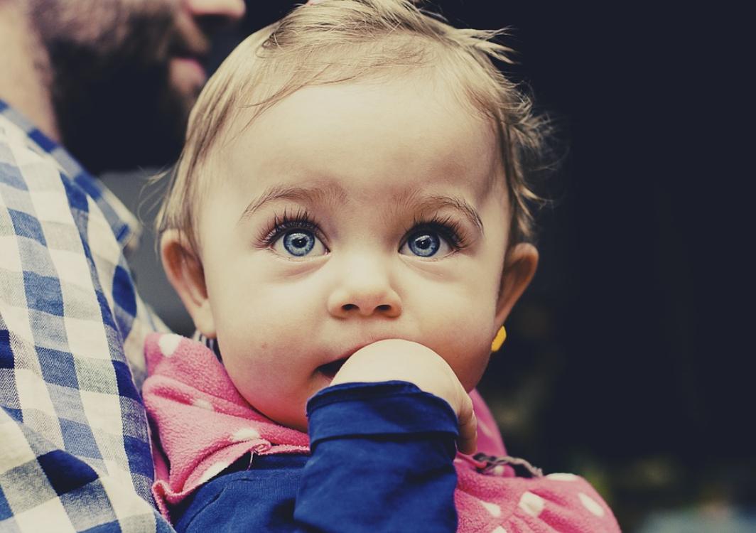 Conheça curiosidades sobre os olhos dos mais pequenos na nossa ótica de criança!