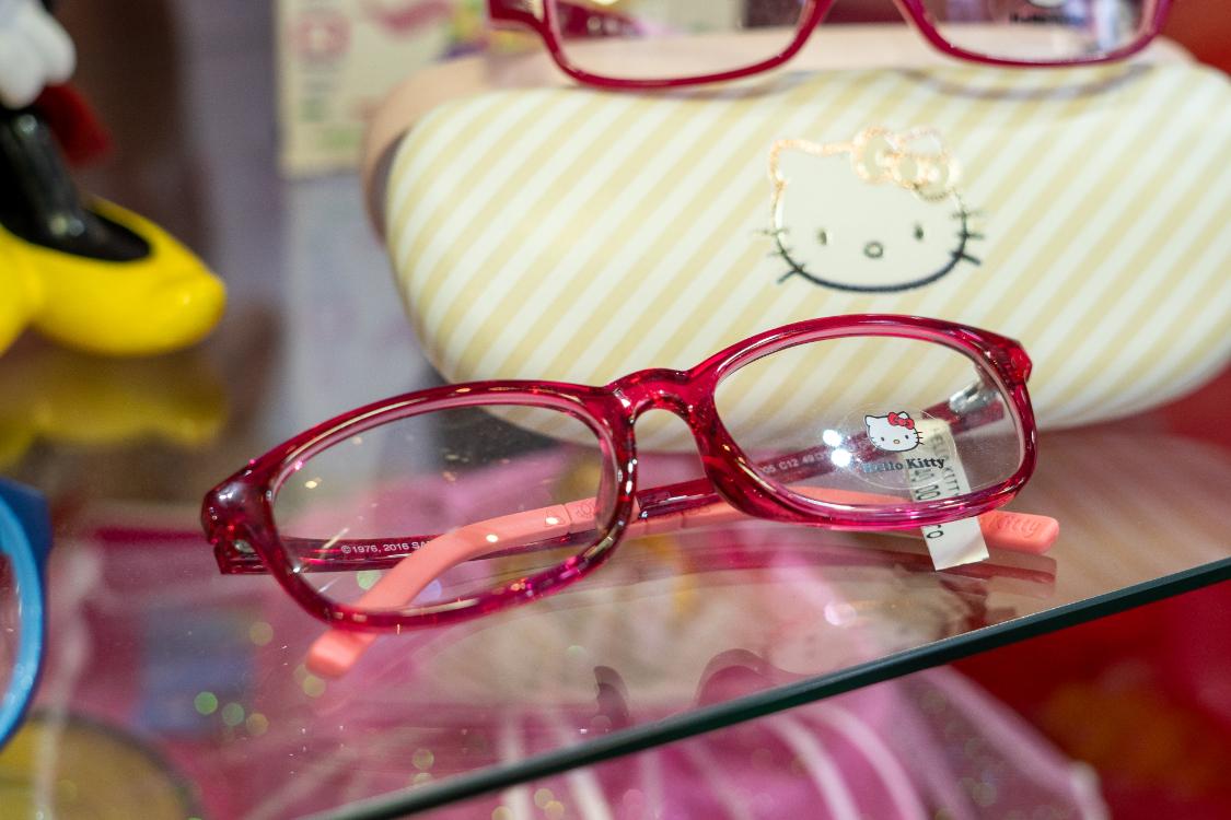 Na nossa ótica de criança, temos óculos Hello Kitty que encantam miúdos… e graúdos!