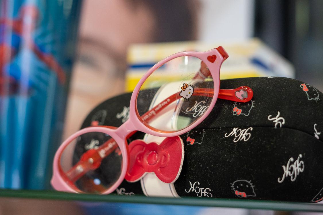 Na nossa ótica de criança, as meninas ficam rendidas aos óculos Hello Kitty!