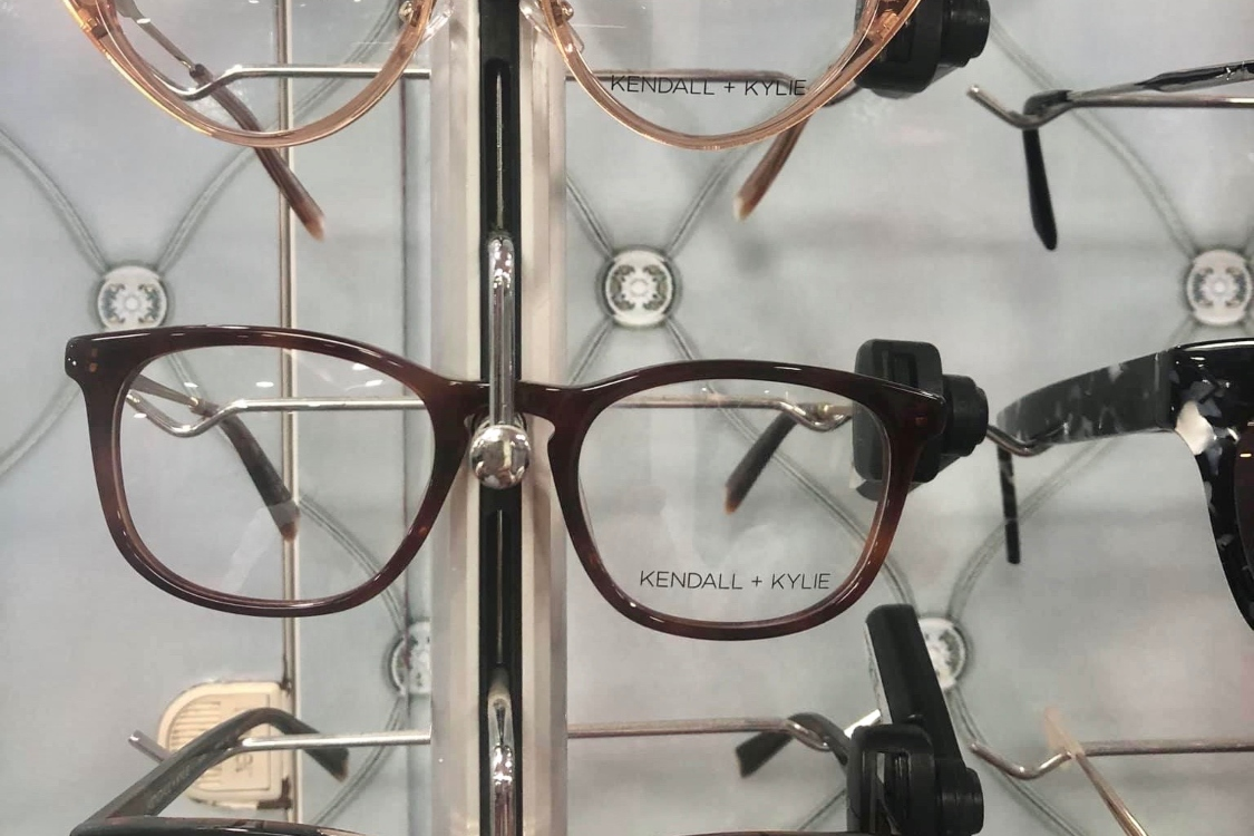 Neste Dia dos Namorados, ofereça uns óculos da Kendall e Kylie Jenner à sua alma gémea!