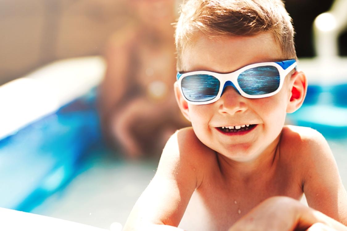 Porque é que os mais pequenos devem usar óculos de sol?